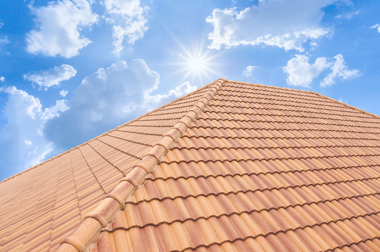 5 Reasons to Get Your Roof Replaced This Summer