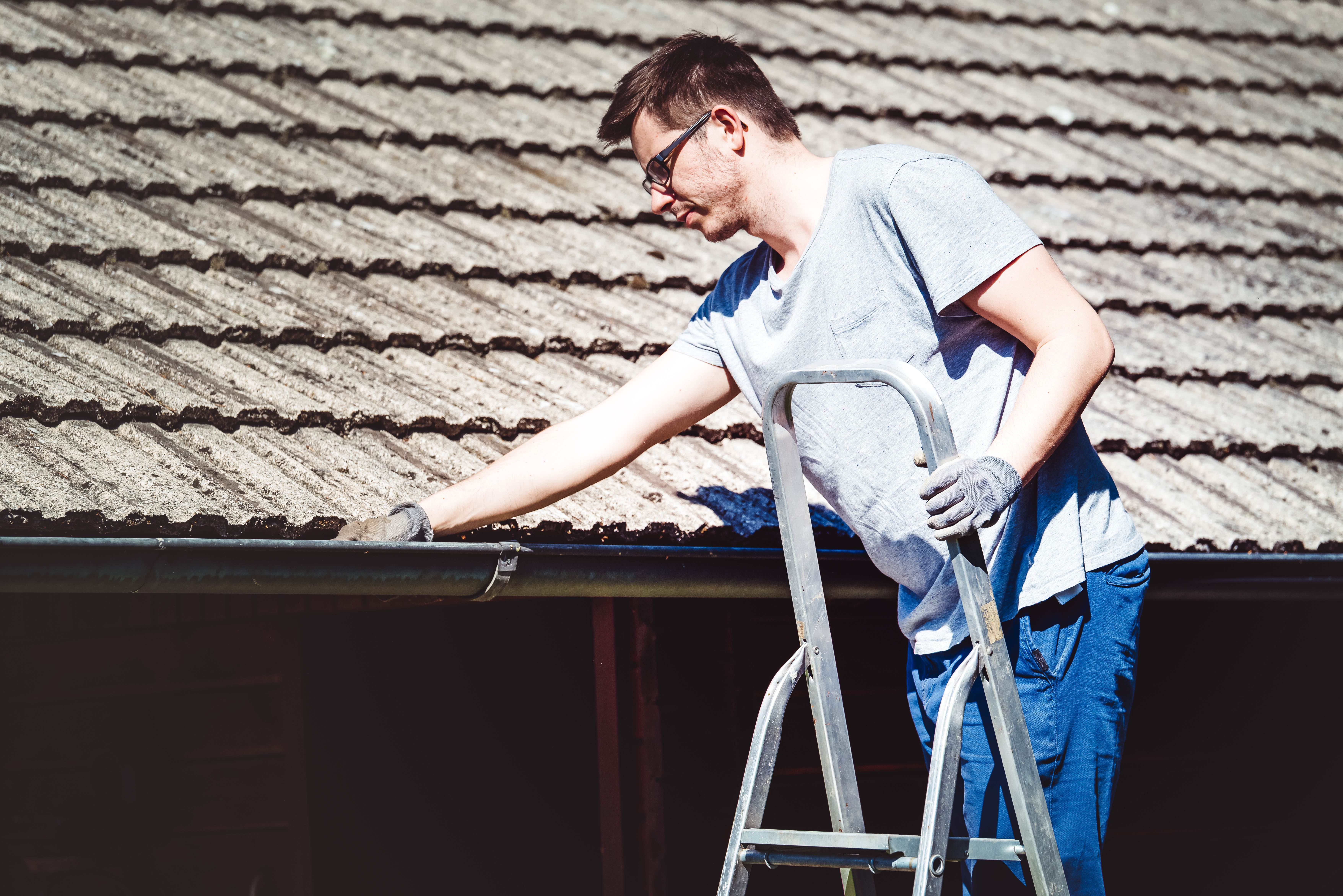 4 Reasons Why Fall Is A Good Time To Hire A Calgary Roofing Company