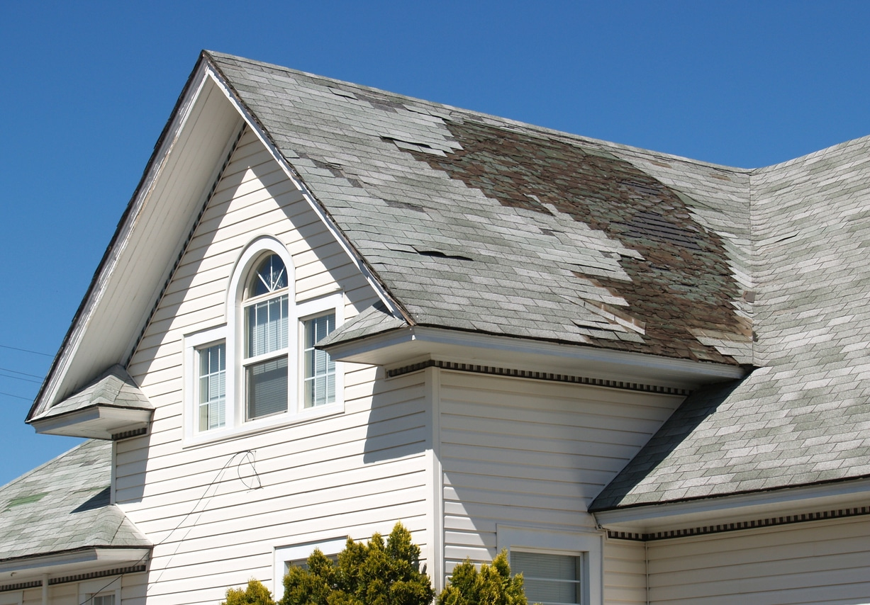 How To Handle A Leaky Roof In Winter