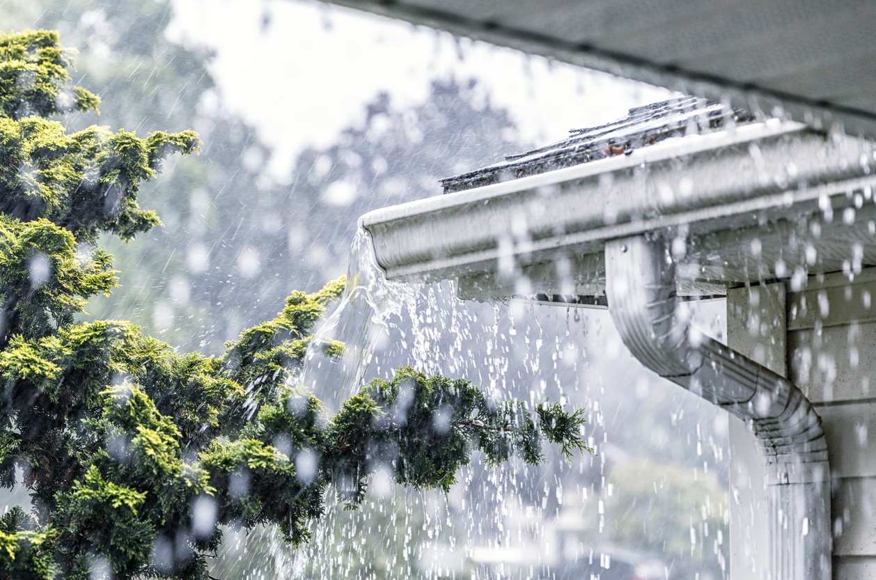 What Is the Difference Between Eavestroughs & Gutters?